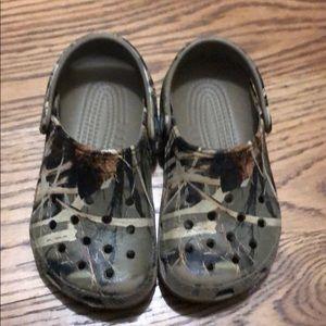 Little Boys Camo Crocs Size 10/11